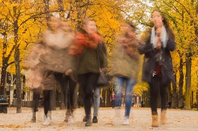 lidé na podzim