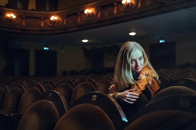 blondýna v hledišti