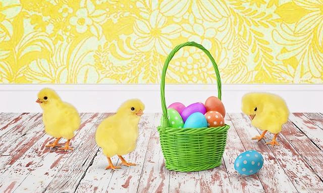 velikonoční vajíčka a kuřata