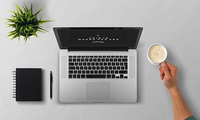 notebook a káva